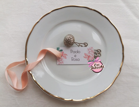 segnaposto nozze boho in cartoncino con raso e fiori
