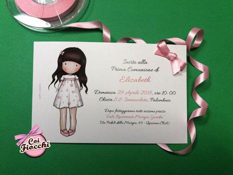 invito-comunione-bambina-disegnata con-fiocchetto-rosa laterale