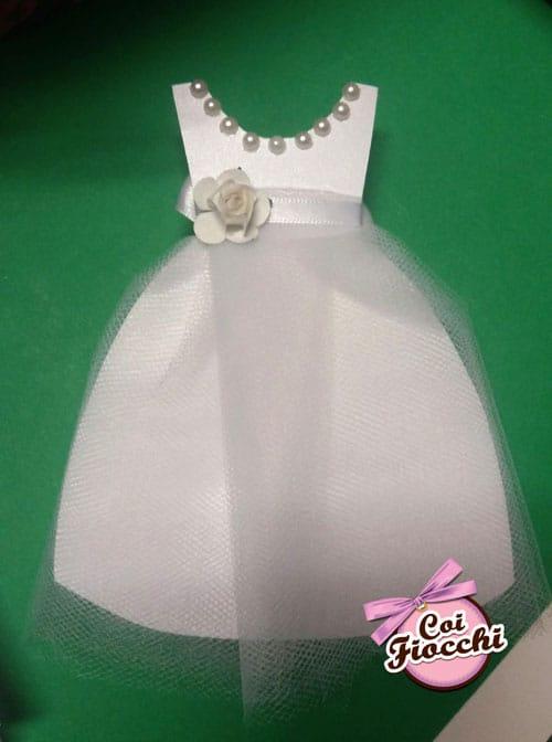 invito-comunione a forma di vestitino bimba con gonna di vero tulle perline sullo scollo e applicazione floreale