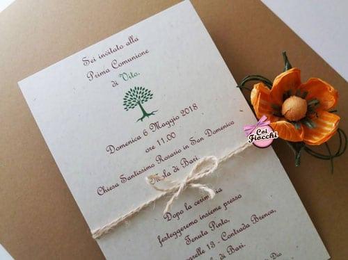 invito-comunione semplice in carta riciclata con alberello e cordoncino