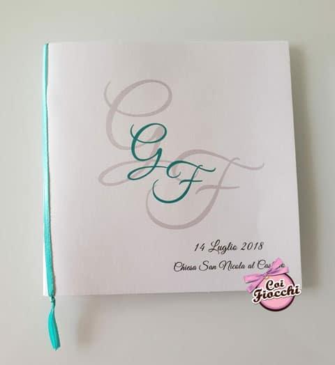 Libretto messa personalizzato con le iniziali degli sposi e il raso color Tiffany.