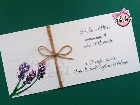 partecipazione-matrimonio-rustica con rametti di lavanda dipinti ad acquerello e fiocchetto di spago
