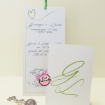 partecipazione di nozze classica con iniziali degli sposi color verde