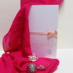 partecipazione di nozze classica con stampa effetto pizzo e raso color pesca - coi fiocchi