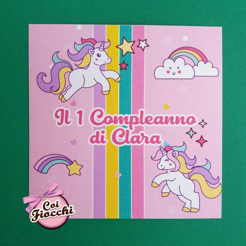 Invito di primo compleanno bimba, con arcobaleni, unicorni stelline e nuvolette.