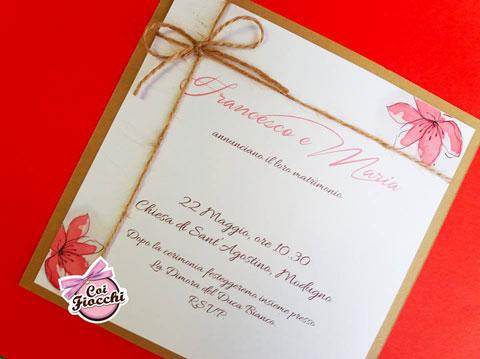 partecipazione-nozze-boho-chic- rustico in carta kraft e fiori dipinti
