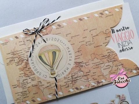 partecipazione nozze a tema viaggio con mappamondo e mongolfiera