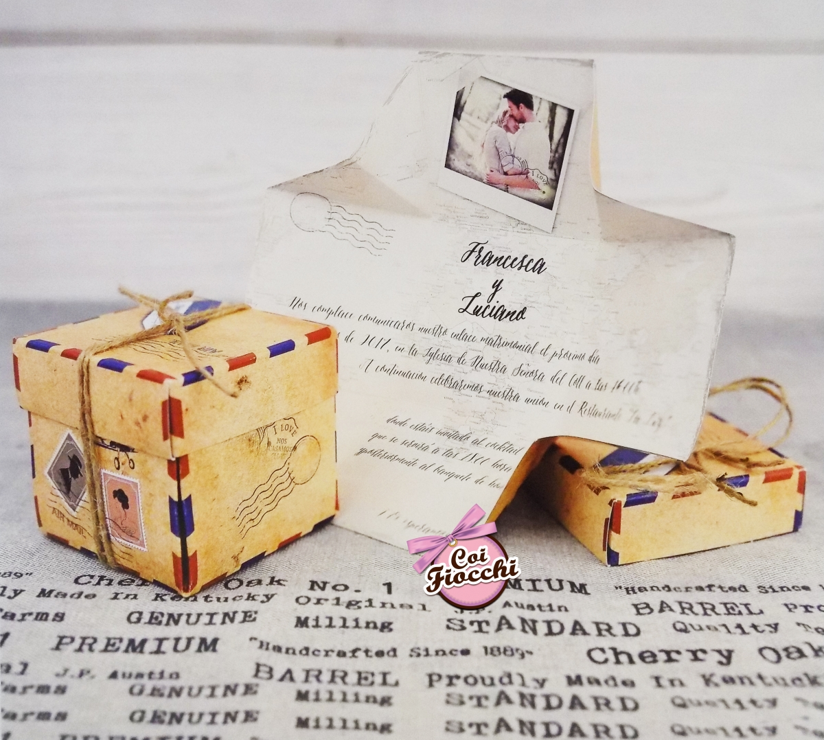 partecipazione matrimonio tema viaggio a forma di pacco postale vintage