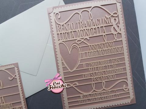 partecipazione nozze lasercut con tutto il testo dell'annuncio intagliato nella carta