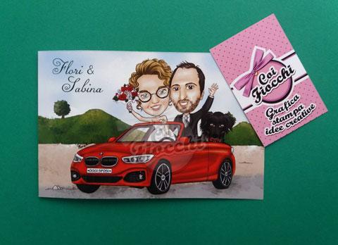 partecipazione con caricatura sposi e cane su macchina rossa