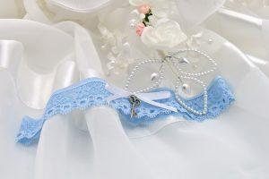 tradizioni nozze coi fiocchi qualcosa-di-blu,-qualcosa-di-vecchio,-qualcosa-di-nuovo,-qualcosa-di-prestato
