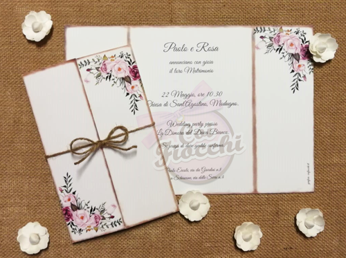 partecipazione-nozze shabby e fiori boho fatti a mano con bordi-bruciati e tag legato con spago in juta