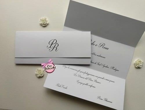 Partecipazione nozze economica semplice ed elegante a foglio unico con iniziali degli sposi.
